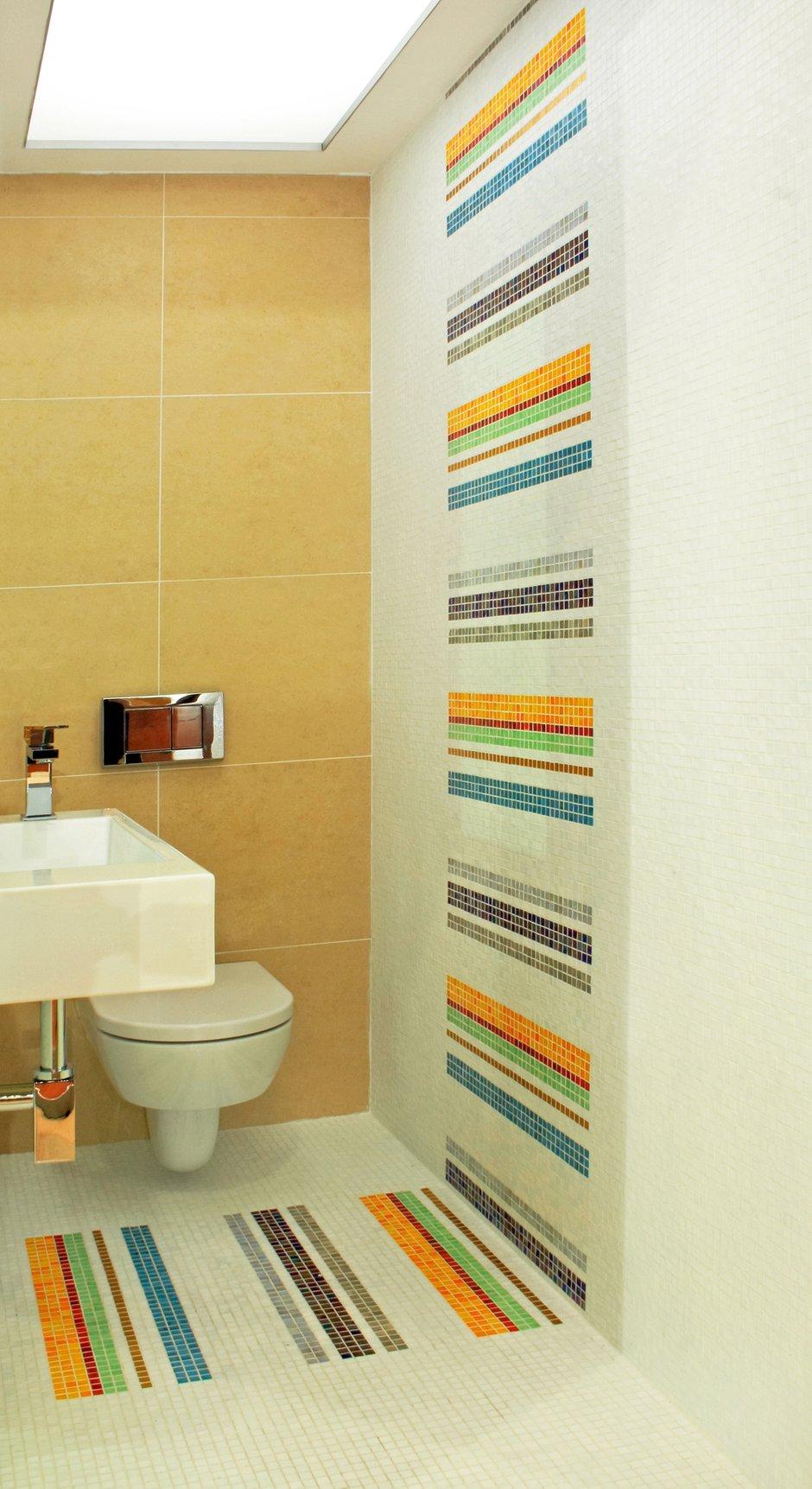 Фотография: Ванная в стиле Современный, Декор интерьера, Малогабаритная квартира, Квартира, Цвет в интерьере, Стиль жизни, Советы – фото на INMYROOM