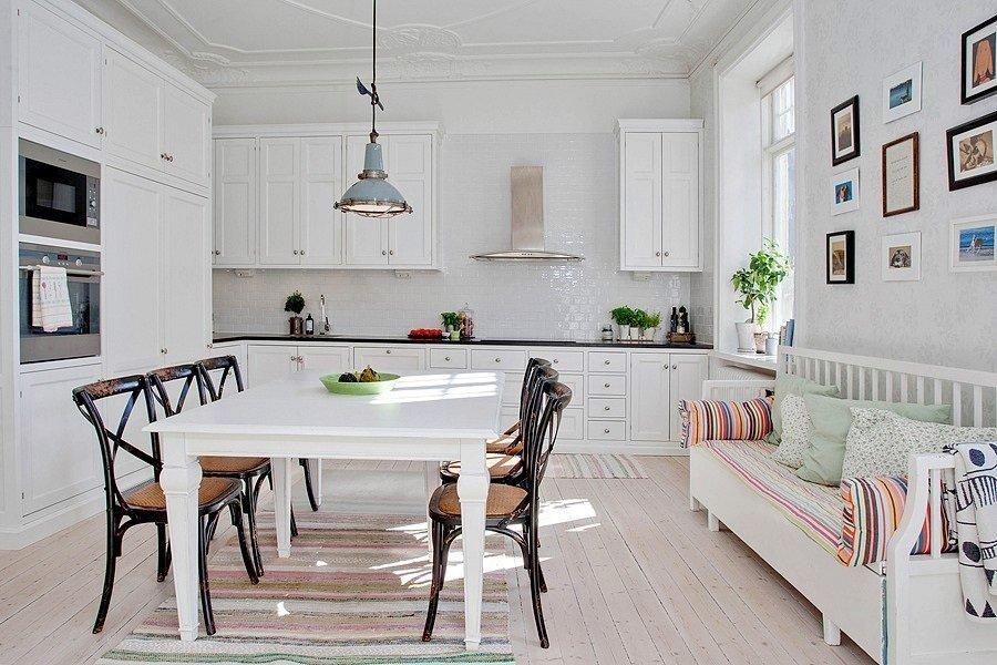 Фотография: Кухня и столовая в стиле Скандинавский, Квартира, Швеция, Цвет в интерьере, Дома и квартиры, Белый, Шебби-шик – фото на INMYROOM