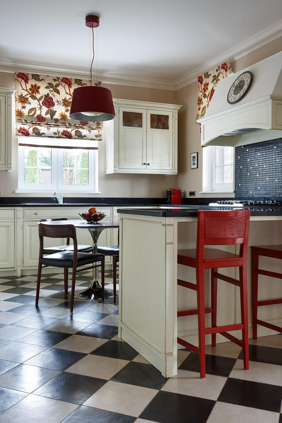 Фотография: Кухня и столовая в стиле Классический, Современный, Дом, Проект недели, 4 и больше, Более 90 метров, Оксана Бутман – фото на INMYROOM
