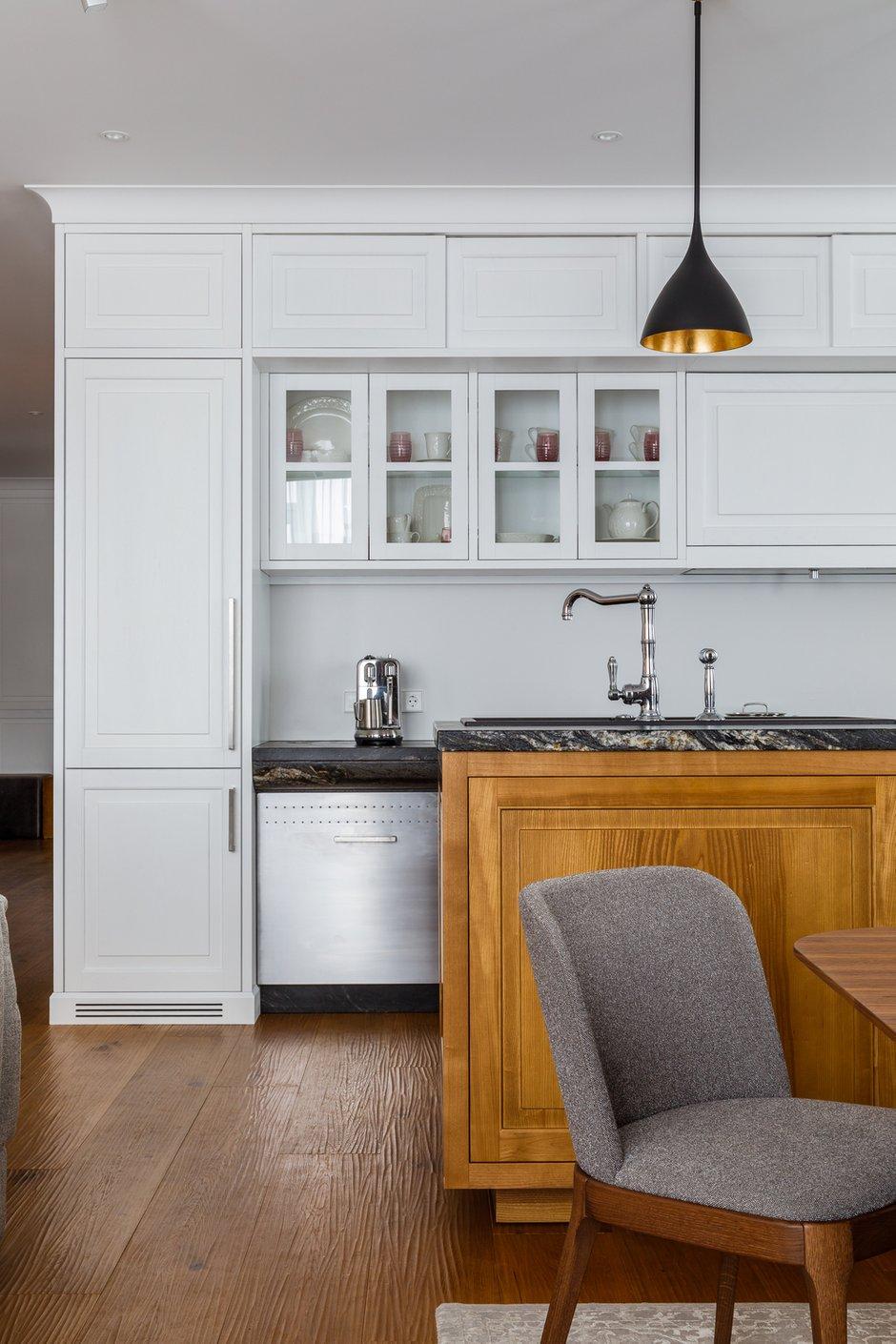 Фотография: Кухня и столовая в стиле Современный, Квартира, Проект недели, Москва, Архитектурная студия «ЧАДО», 4 и больше, Более 90 метров – фото на INMYROOM