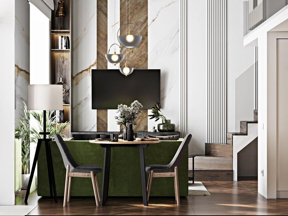 В оформлении стены за телевизором использовали дерево и имитацию мрамора.
