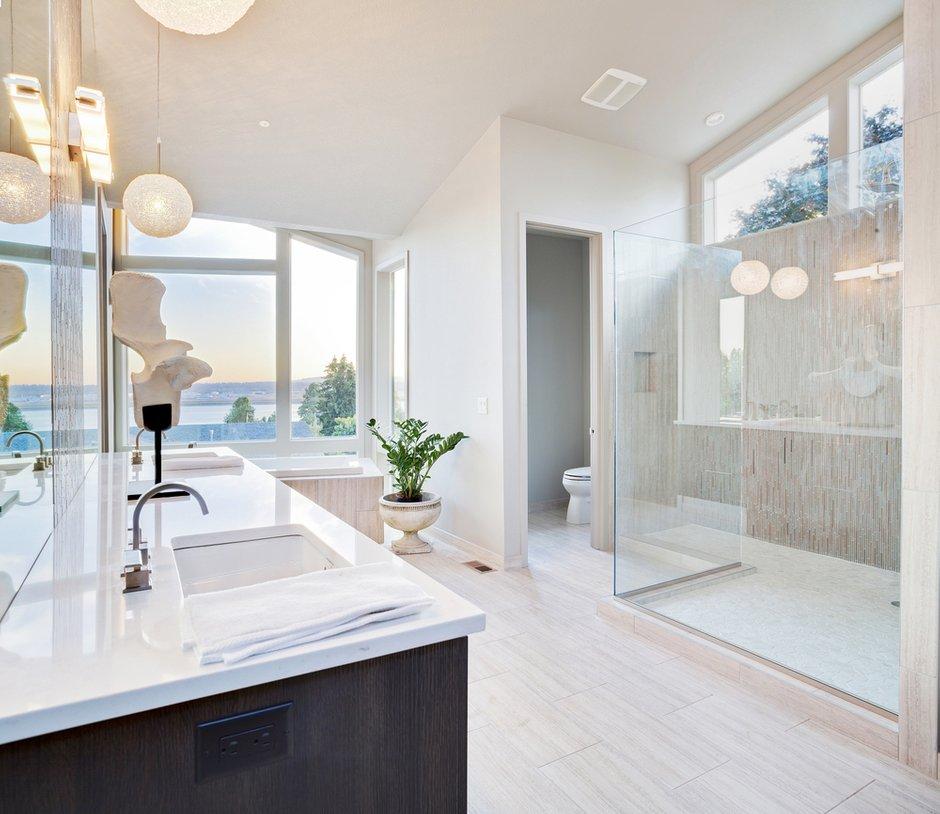 Фотография: Ванная в стиле Современный, Декор интерьера, Декор дома, Советы, Большие окна, Панорамные окна – фото на INMYROOM
