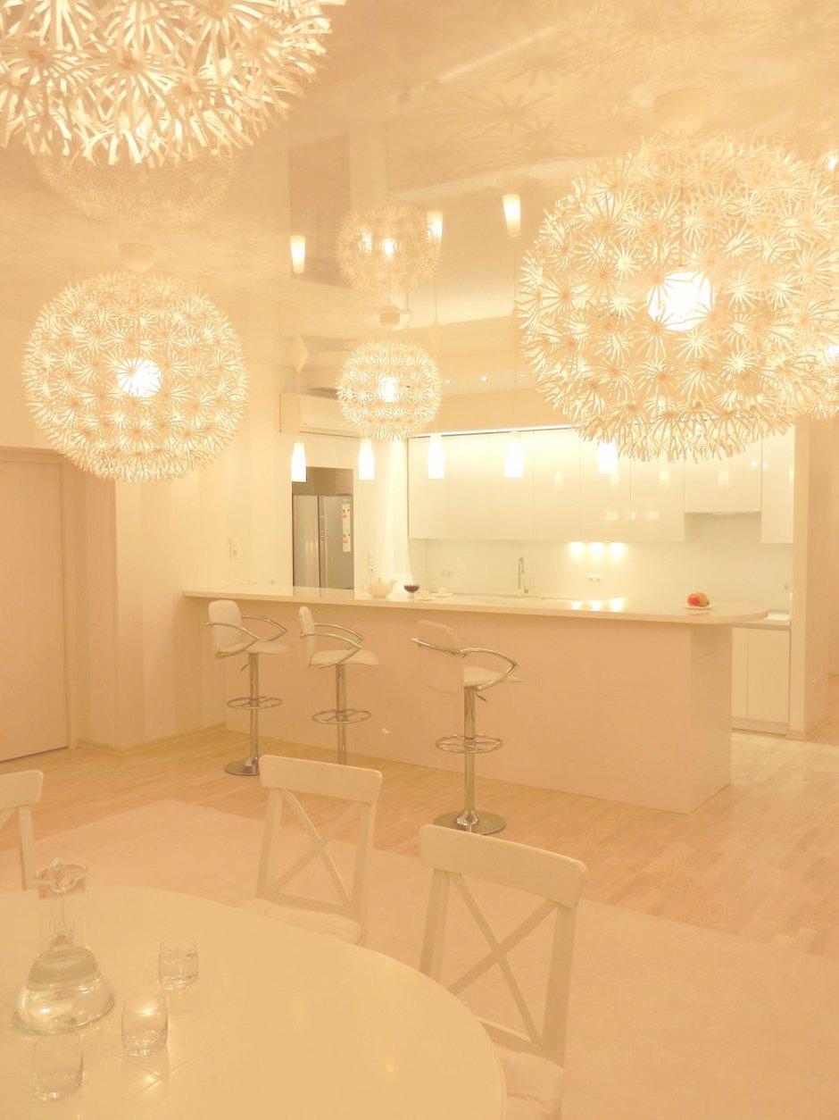 Фотография: Кухня и столовая в стиле , Скандинавский, Интерьер комнат, Цвет в интерьере, Белый, IKEA – фото на INMYROOM