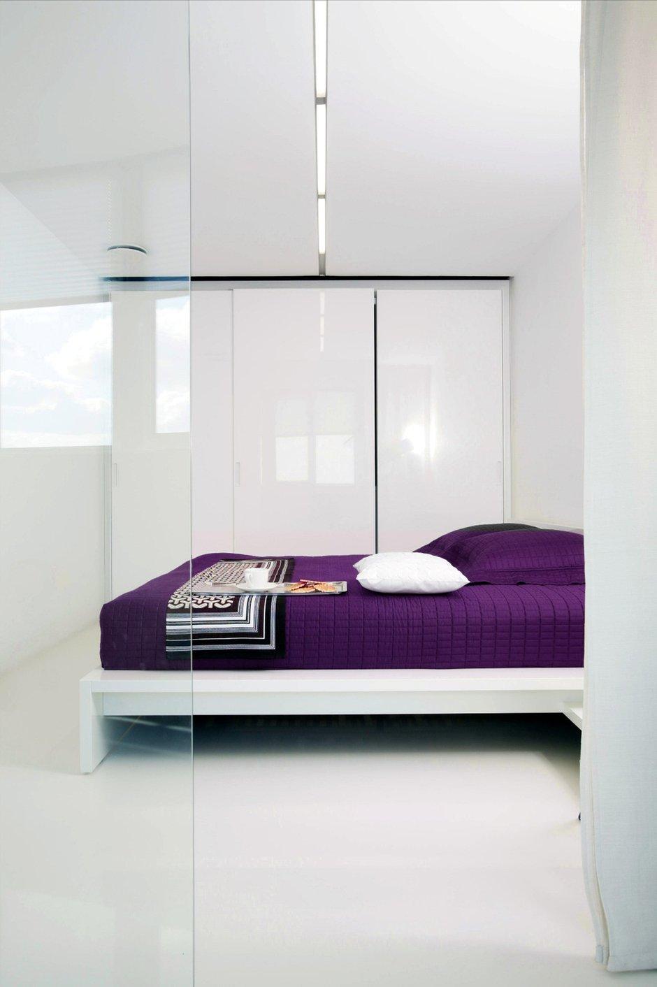Фотография: Спальня в стиле Современный, Интерьер комнат, Цвет в интерьере, Белый, Минимализм, Проект недели – фото на InMyRoom.ru