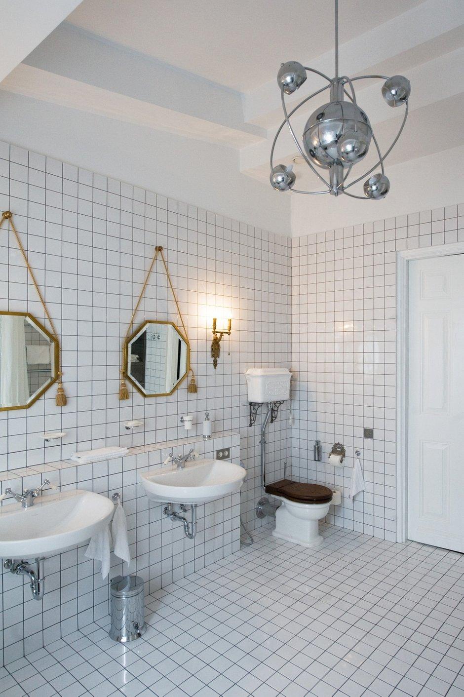 Фотография: Ванная в стиле , Интерьер комнат, Цвет в интерьере, Белый, Проект недели, Ар-деко – фото на INMYROOM