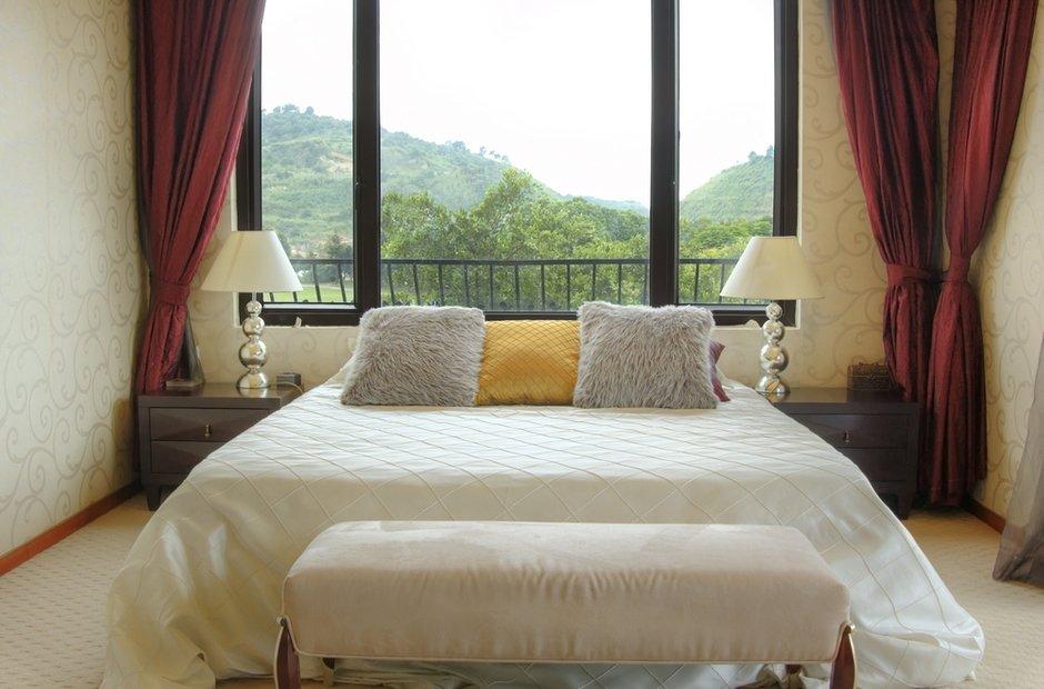 Фотография: Спальня в стиле Современный, Декор интерьера, Декор дома, Советы, Большие окна, Панорамные окна – фото на INMYROOM