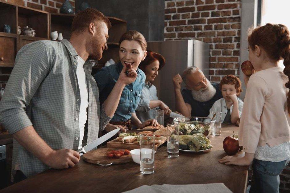 Фотография:  в стиле , Советы, Мегафон ТВ, как жить с родителями, личное пространство, планировка квартиры для нескольких поколений – фото на INMYROOM