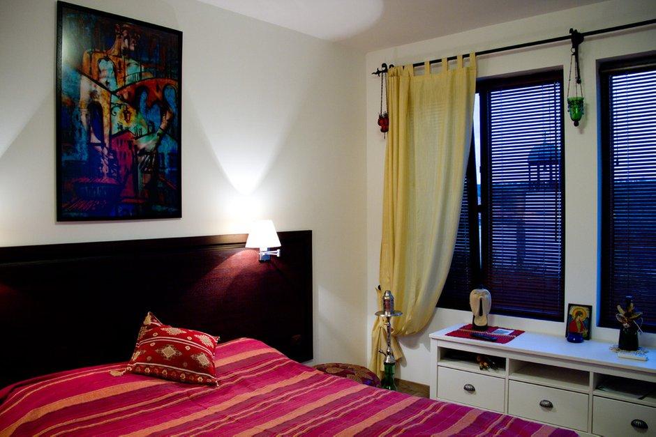 Фотография: Спальня в стиле , Декор интерьера, Квартира, Цвет в интерьере, Дома и квартиры, Стены – фото на INMYROOM