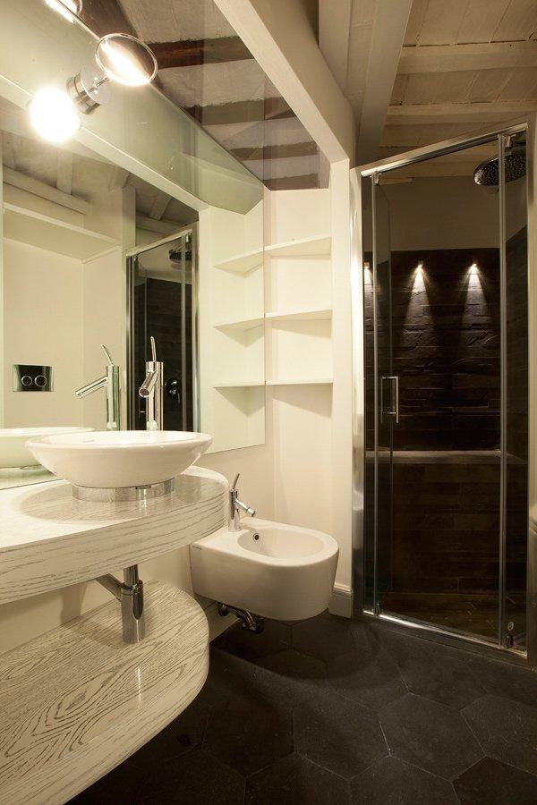 Фотография: Ванная в стиле Современный, Малогабаритная квартира, Квартира, Италия, Дома и квартиры – фото на InMyRoom.ru