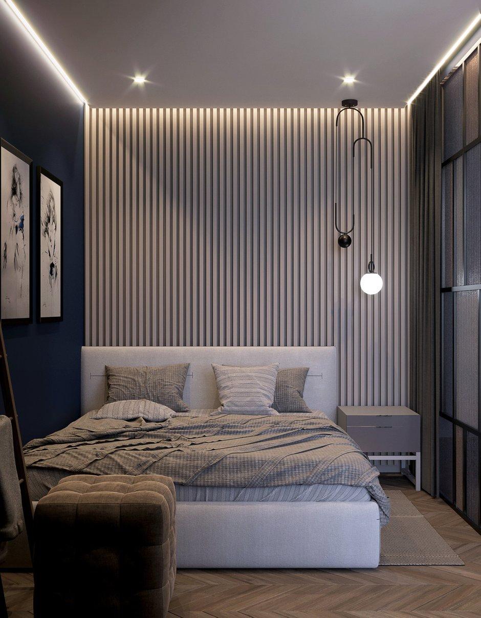 В спальне стены под покраску, на стене за изголовьем кровати — 3D-панели Artpole.