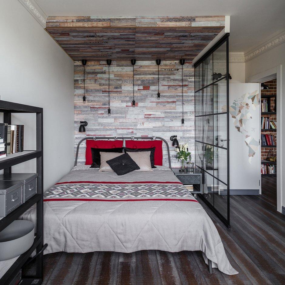 Фотография: Спальня в стиле Лофт, Квартира, Проект недели, Москва, КОПЭ, Даша Ухлинова, Панельный дом, 3 комнаты, 60-90 метров – фото на INMYROOM
