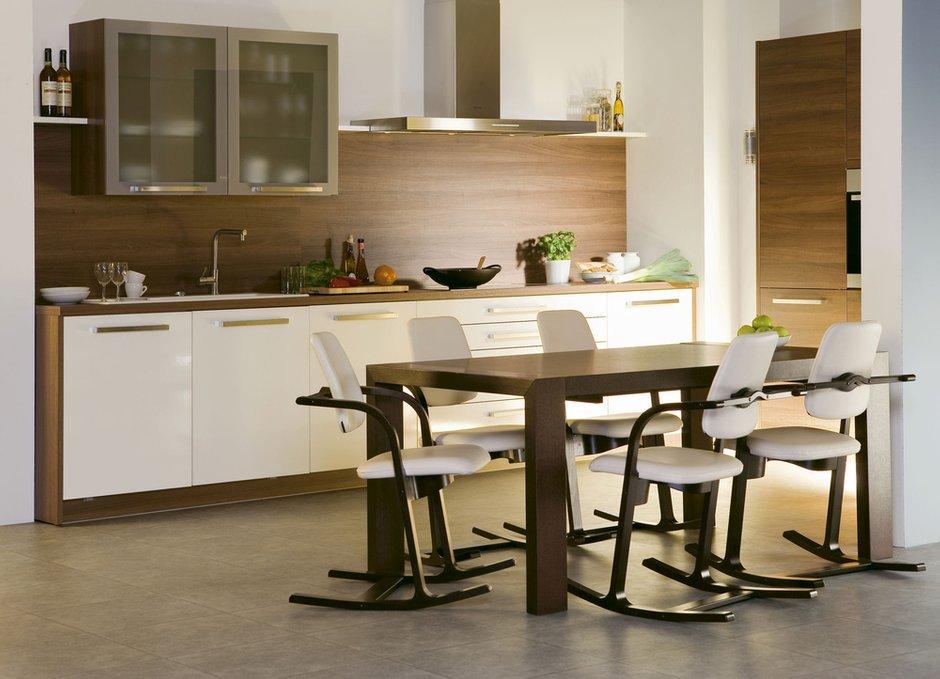 Фотография: Кухня и столовая в стиле Современный, Декор интерьера, Квартира, Дом, Мебель и свет, Кресло-качалка – фото на INMYROOM