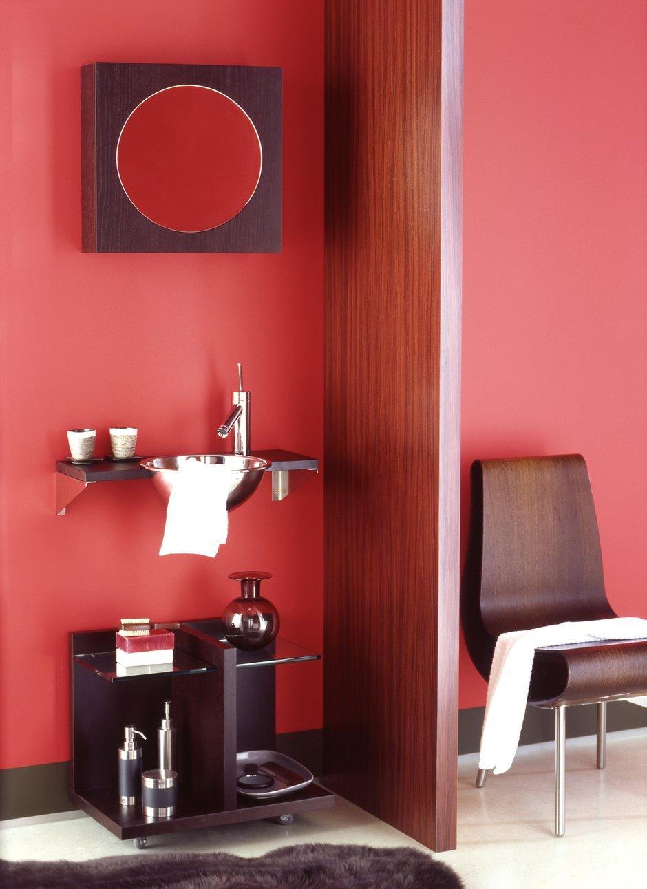 Фотография: Ванная в стиле Современный, Декор интерьера, Дизайн интерьера, Цвет в интерьере, Красный – фото на INMYROOM