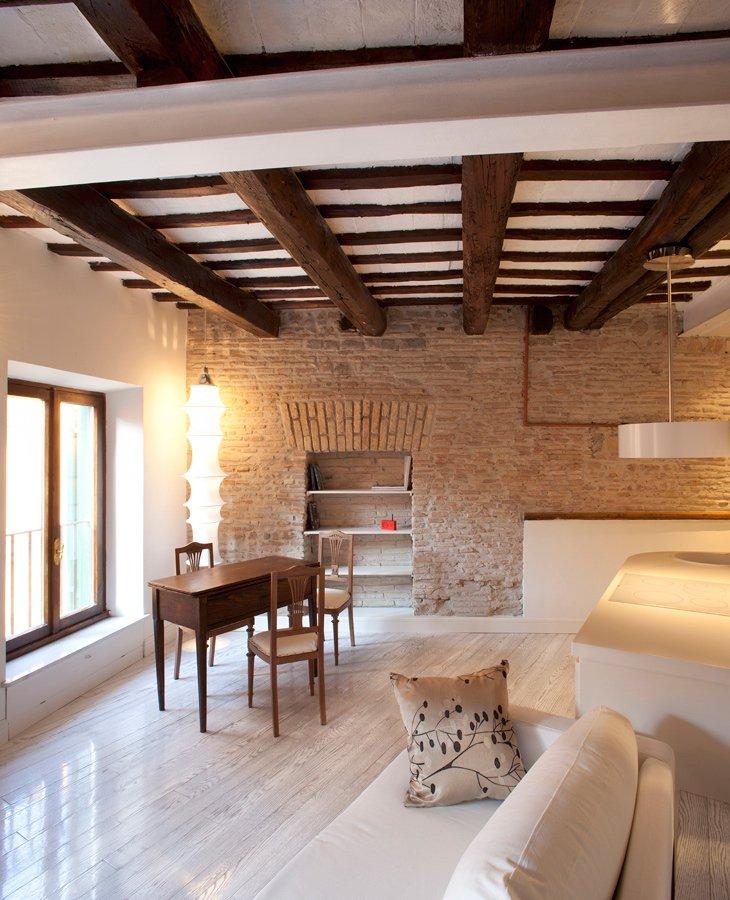 Фотография: Гостиная в стиле , Малогабаритная квартира, Квартира, Италия, Дома и квартиры – фото на INMYROOM