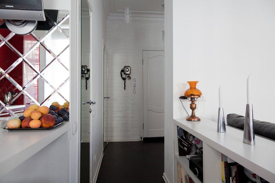 Фотография: Кухня и столовая в стиле Восточный, Лофт, Малогабаритная квартира, Квартира, Цвет в интерьере, Дома и квартиры, Стены – фото на INMYROOM