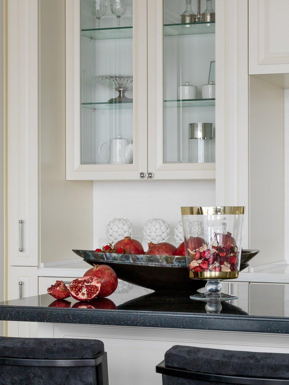 Фотография: Кухня и столовая в стиле Современный, Классический, Квартира, Проект недели, Московская область, Монолитный дом, 2 комнаты, 60-90 метров, #эксклюзивныепроекты, Simple Way, ЖК Admiral Waterhause – фото на InMyRoom.ru