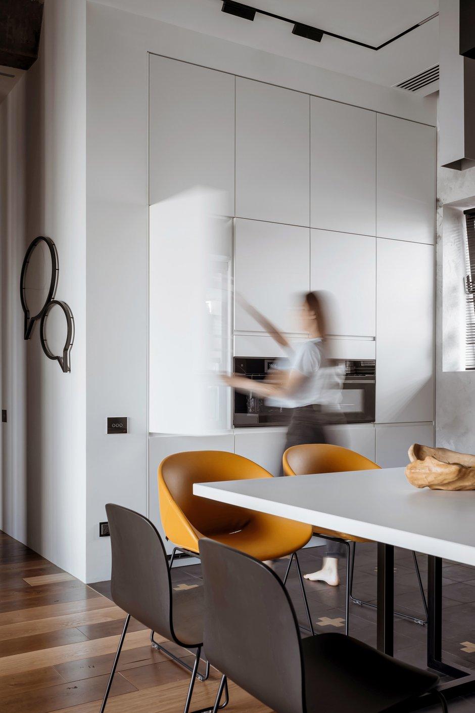 Фотография: Кухня и столовая в стиле Минимализм, Лофт, Квартира, Проект недели, Москва, 3 комнаты, Более 90 метров – фото на INMYROOM