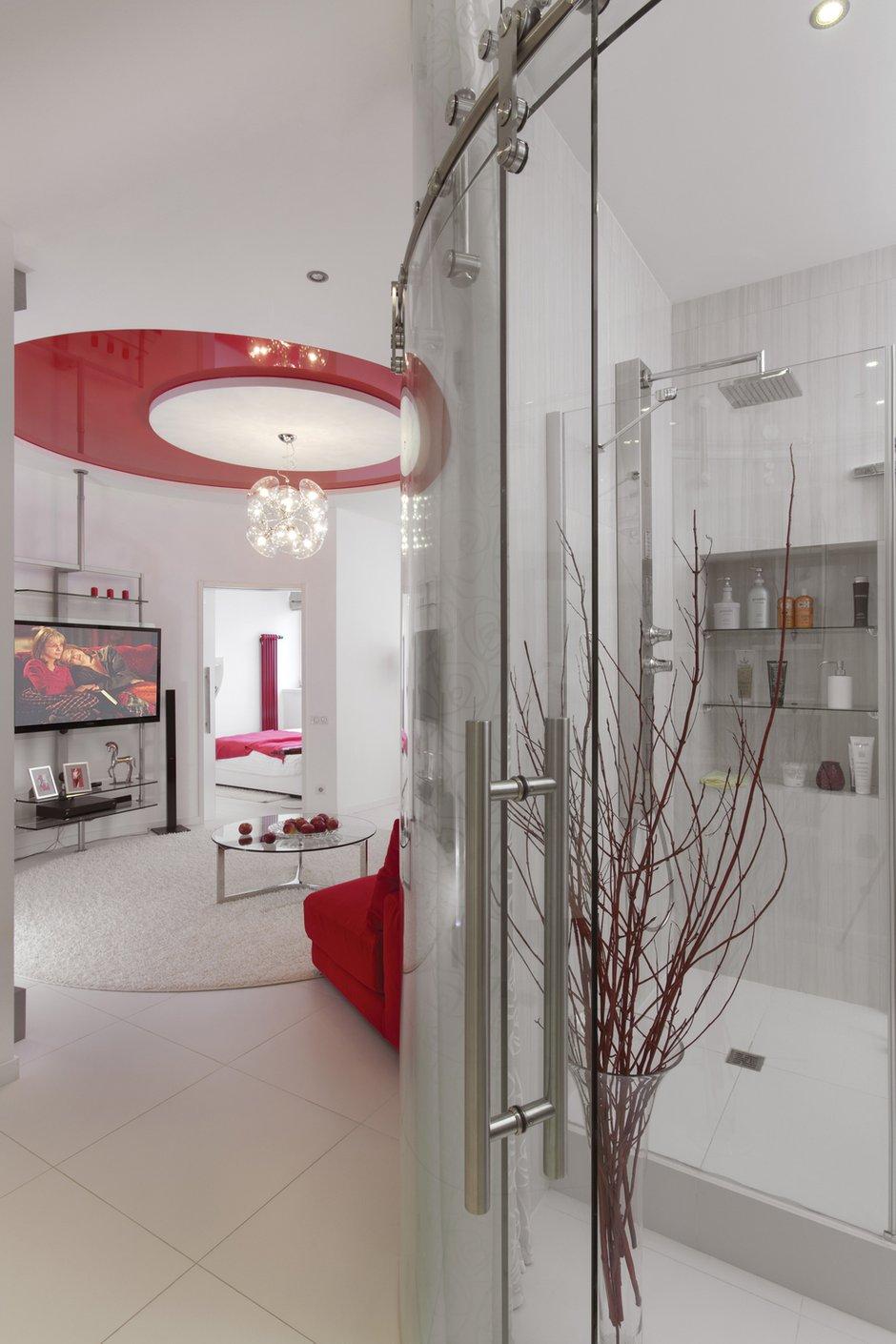 Фотография: Ванная в стиле Хай-тек, Квартира, Цвет в интерьере, Дома и квартиры, Белый – фото на INMYROOM