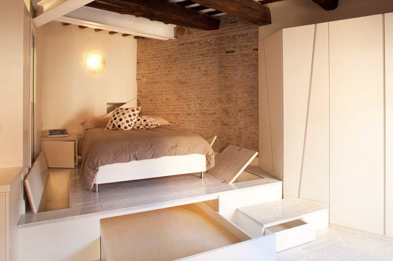 Фотография: Спальня в стиле Современный, Малогабаритная квартира, Квартира, Италия, Дома и квартиры – фото на InMyRoom.ru