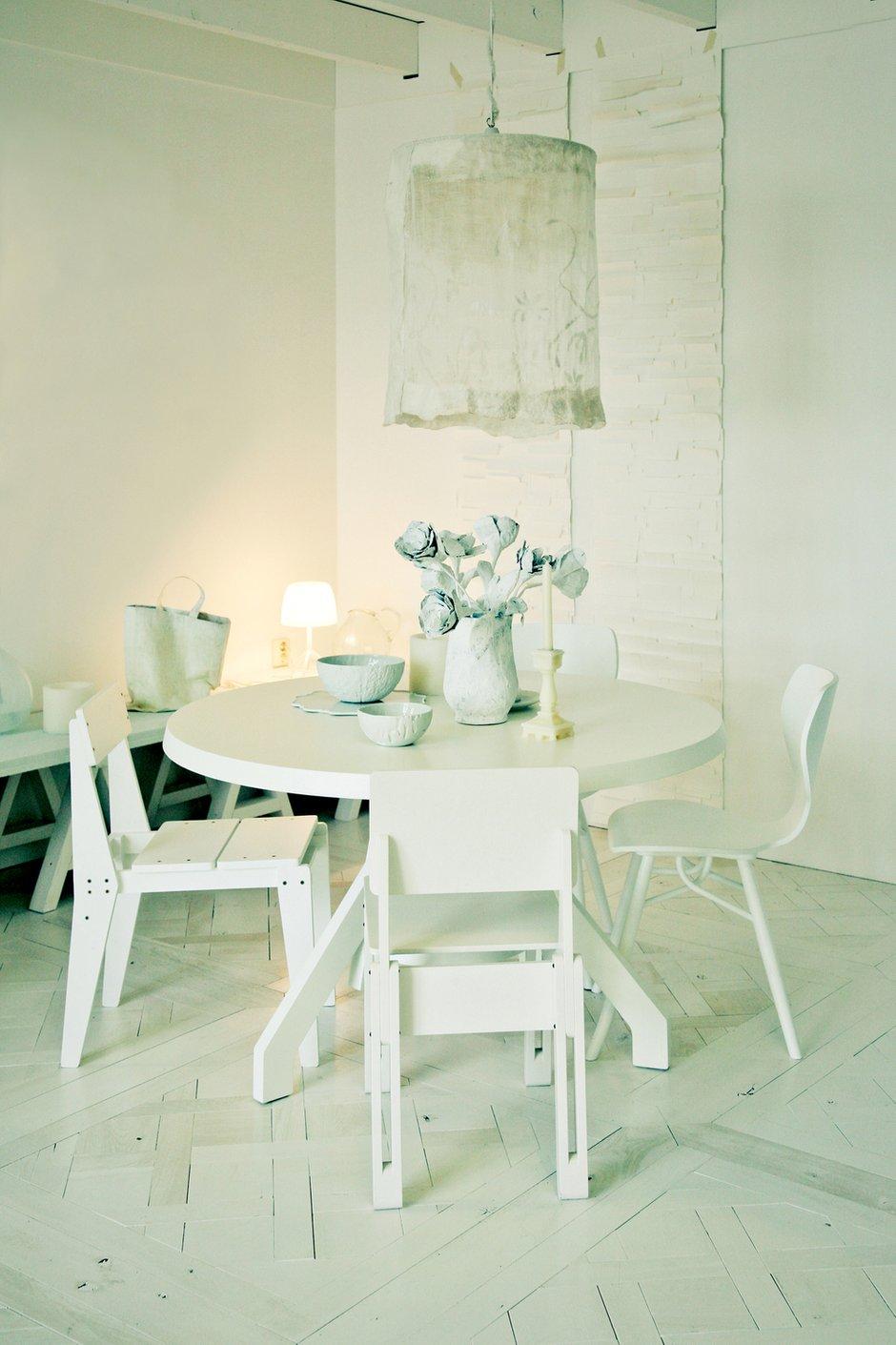 Фотография: Кухня и столовая в стиле Современный, Декор интерьера, Дом, Мебель и свет, Стол, Винтаж – фото на INMYROOM