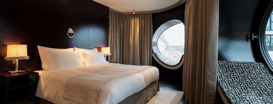 Стоимость двухместного размещения в отеле Topazz — от 13 000 рублей в сутки.
