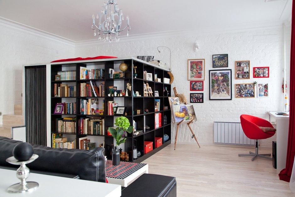 Фотография: Гостиная в стиле Современный, Лофт, Малогабаритная квартира, Квартира, Цвет в интерьере, Дома и квартиры, Стены – фото на INMYROOM