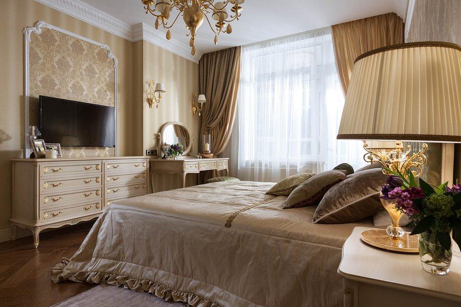Фотография: Спальня в стиле Классический, Квартира, Проект недели – фото на INMYROOM