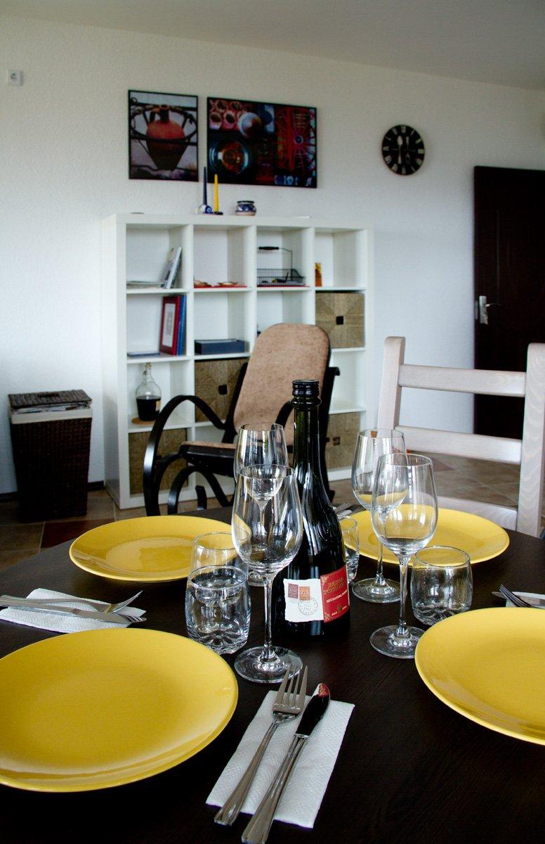 Фотография: Кухня и столовая в стиле , Декор интерьера, Квартира, Цвет в интерьере, Дома и квартиры, Стены – фото на INMYROOM