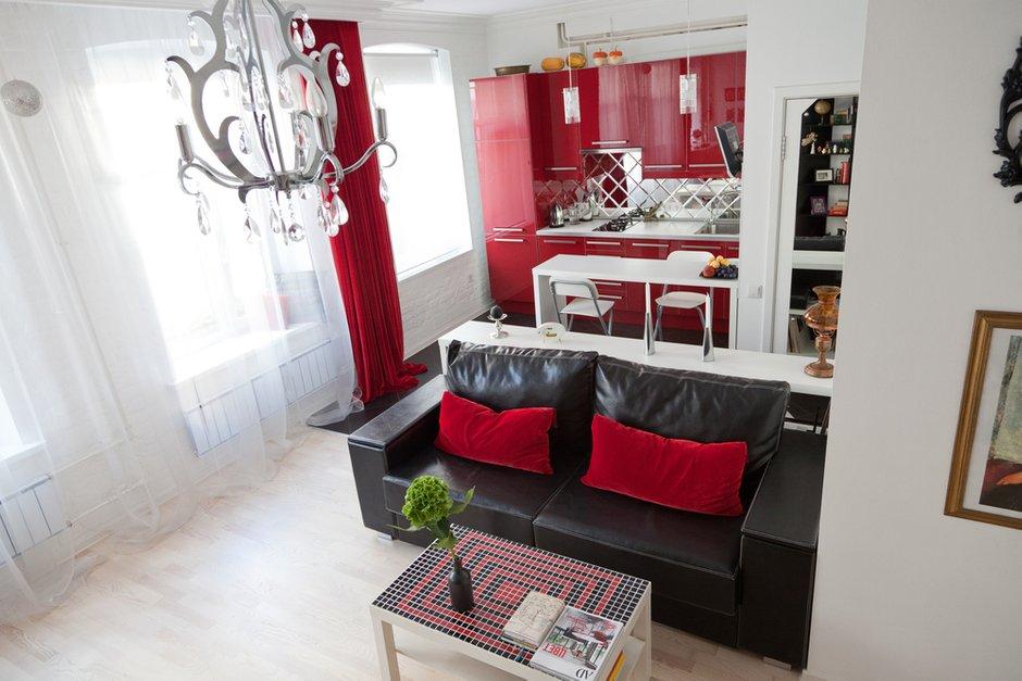Фотография: Гостиная в стиле Эклектика, Лофт, Малогабаритная квартира, Квартира, Цвет в интерьере, Дома и квартиры, Стены – фото на INMYROOM