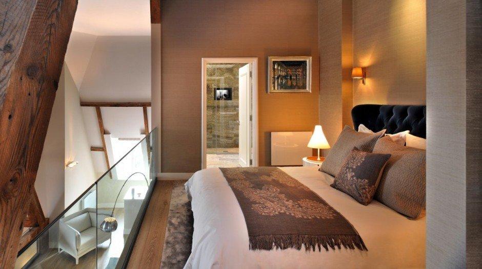 Фотография: Спальня в стиле Современный, Квартира, Flos, Дома и квартиры, Лондон, Лестница, Библиотека, Готический – фото на INMYROOM