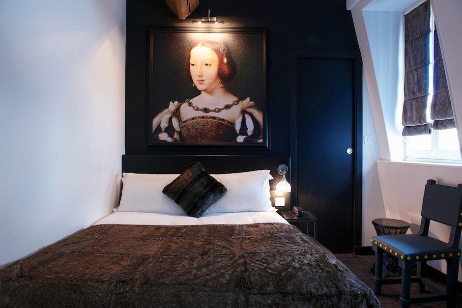 Фотография: Спальня в стиле Современный, Декор интерьера, Дома и квартиры, Городские места, Отель, Проект недели, Картины, Украшения – фото на INMYROOM
