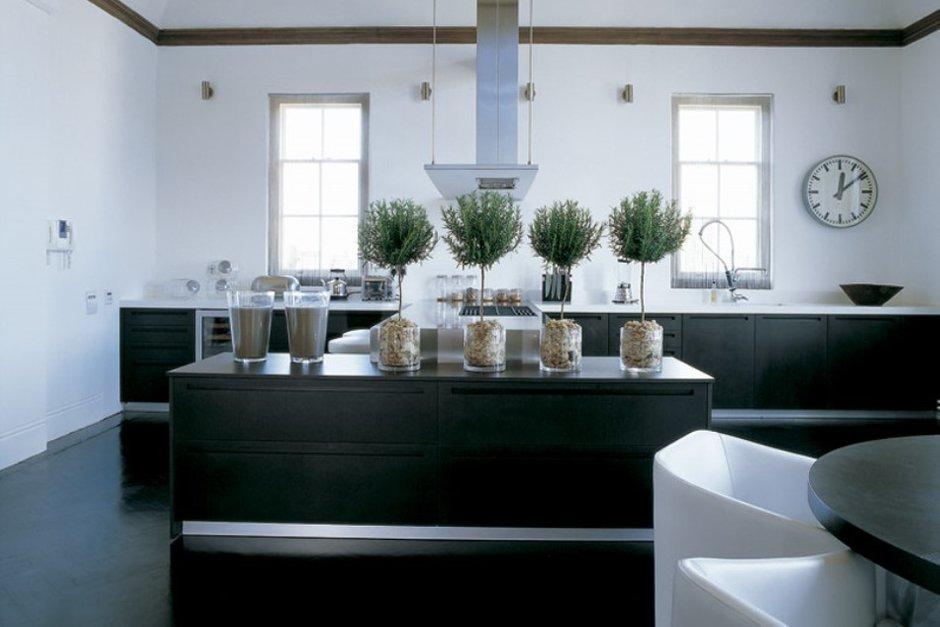 Фотография: Кухня и столовая в стиле Современный, Великобритания, Мебель и свет, Цвет в интерьере, Индустрия, Люди, Лондон – фото на INMYROOM