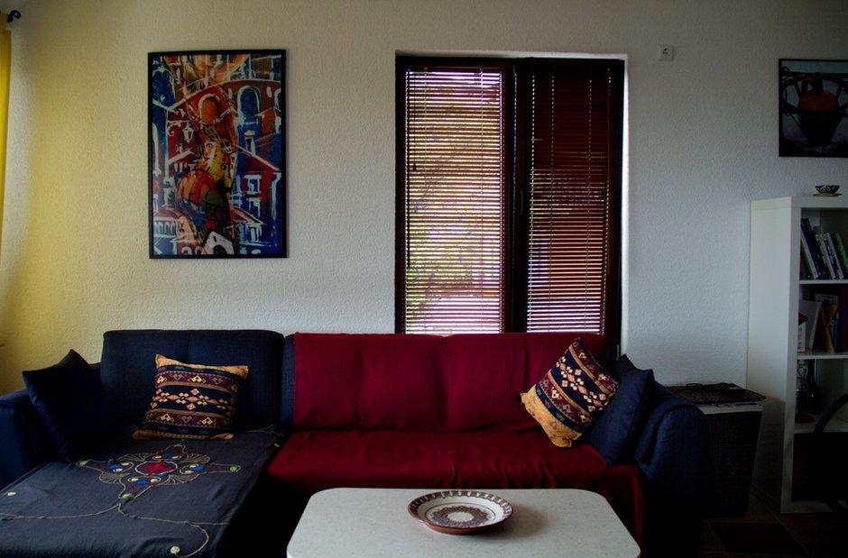 Фотография: Гостиная в стиле , Декор интерьера, Квартира, Цвет в интерьере, Дома и квартиры, Стены – фото на INMYROOM