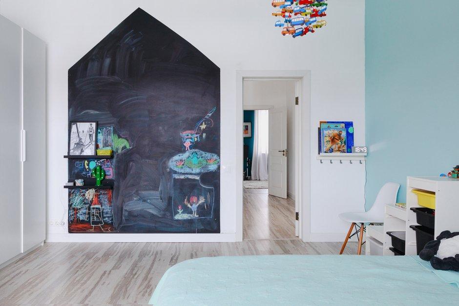 Фотография: Детская в стиле Скандинавский, Проект недели, Samsung, Таунхаус, 4 и больше, Спецпроект, интерьерный холодильник, интерьерная микроволновая печь – фото на INMYROOM