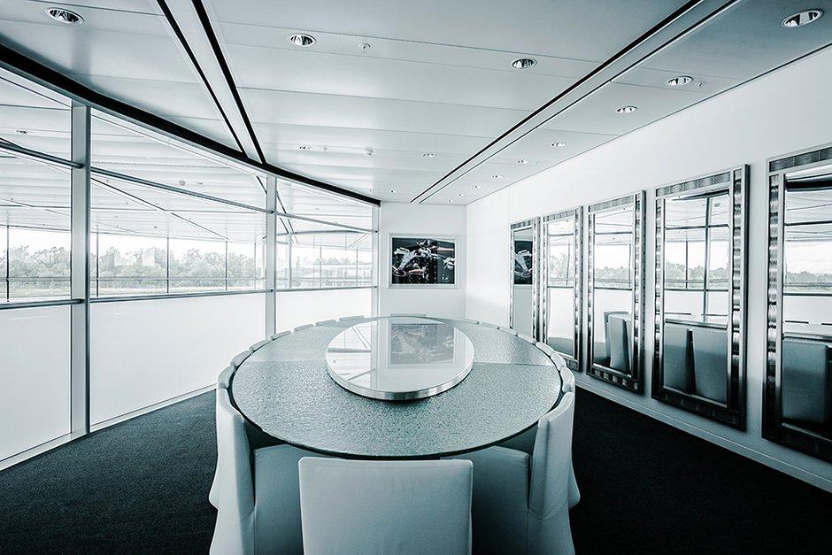 Фотография: Офис в стиле Современный, Хай-тек, Декор интерьера, Офисное пространство, Дома и квартиры, Минимализм, Проект недели – фото на INMYROOM