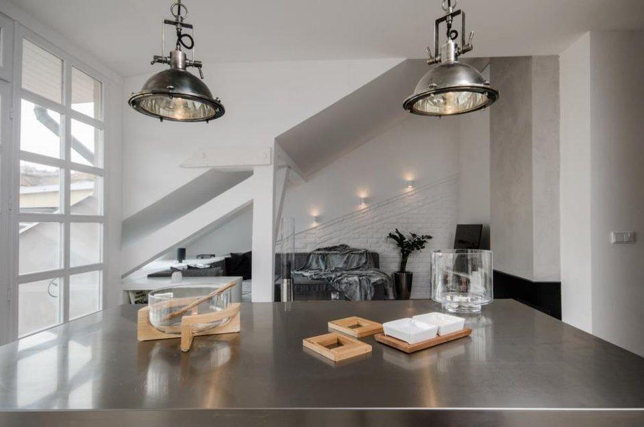 Фотография: Кухня и столовая в стиле Современный, Лофт, Декор интерьера, Дизайн интерьера, Мебель и свет, Цвет в интерьере, Минимализм, Светильники, Индустриальный – фото на INMYROOM