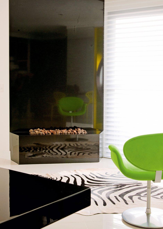 Фотография: Гостиная в стиле Современный, Хай-тек, Дом, Цвет в интерьере, Дома и квартиры, Филипп Старк – фото на INMYROOM