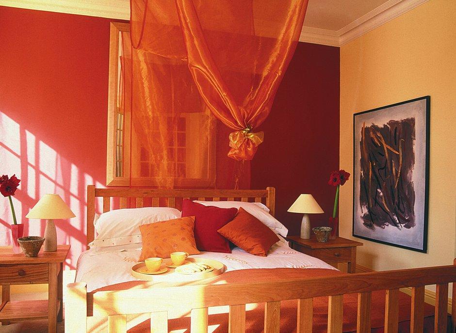 Фотография: Спальня в стиле Прованс и Кантри, Декор интерьера, Дизайн интерьера, Цвет в интерьере, Красный – фото на INMYROOM