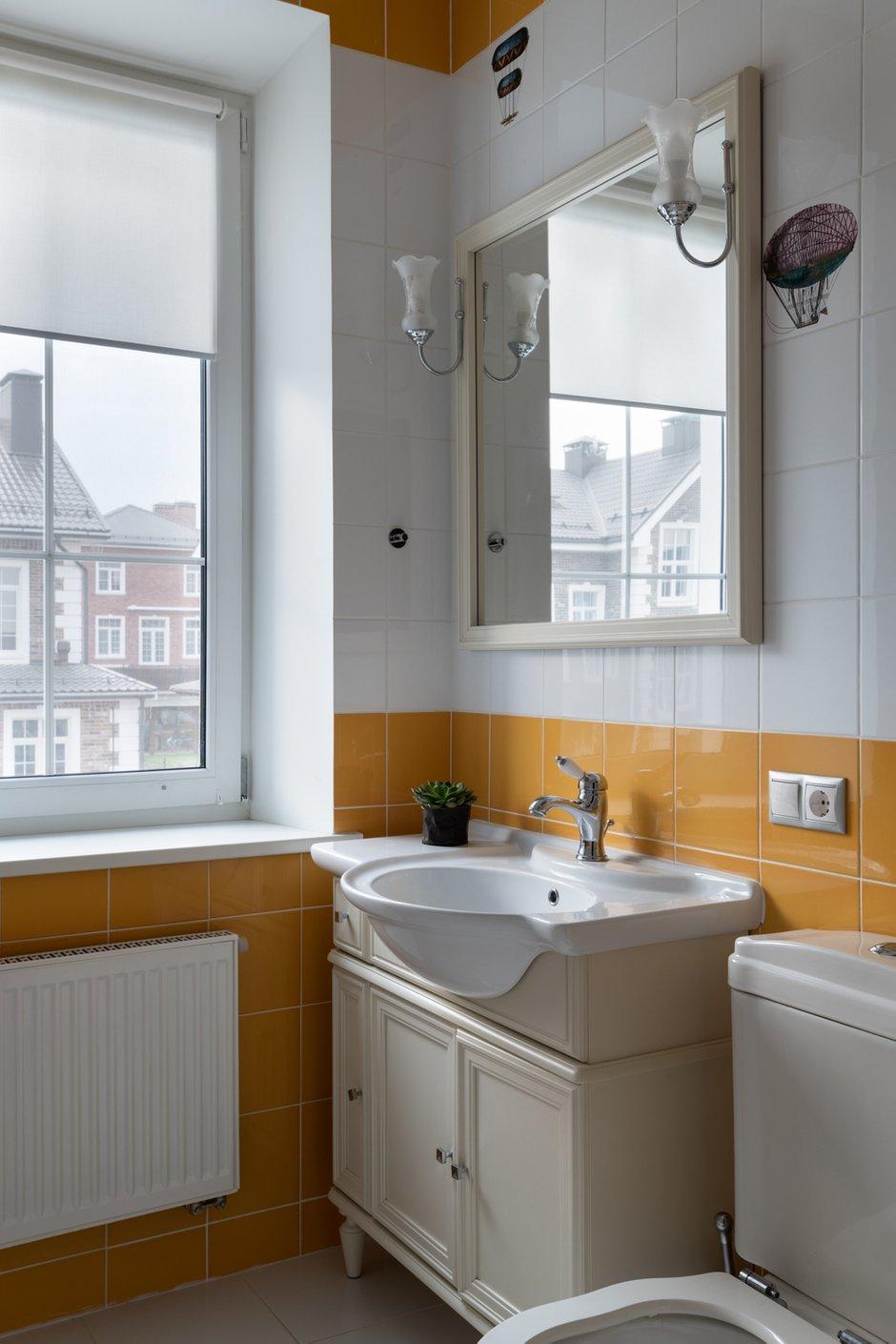 Фотография: Ванная в стиле Современный, Классический, Дом, Проект недели, Анна Крапивко, Кирпичный дом, 4 и больше, Более 90 метров – фото на INMYROOM