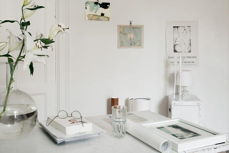Фотография: Офис в стиле Скандинавский, Малогабаритная квартира, Квартира, Цвет в интерьере, Дома и квартиры, Белый – фото на InMyRoom.ru