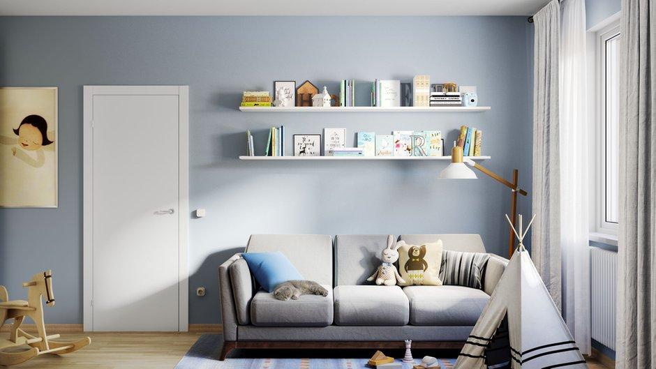 Светлый ламинат, современные двери и голубые стены