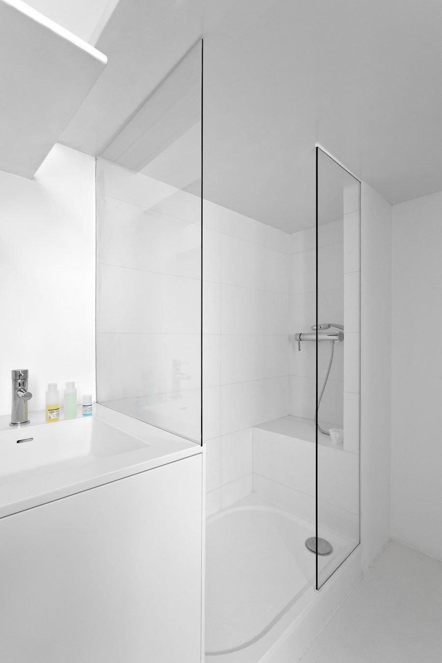 Фотография: Ванная в стиле Современный, Хай-тек, Малогабаритная квартира, Квартира, Дома и квартиры, Париж – фото на INMYROOM