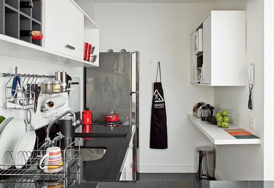 Фотография: Кухня и столовая в стиле , Малогабаритная квартира, Квартира, Цвет в интерьере, Дома и квартиры, Белый, Переделка – фото на INMYROOM
