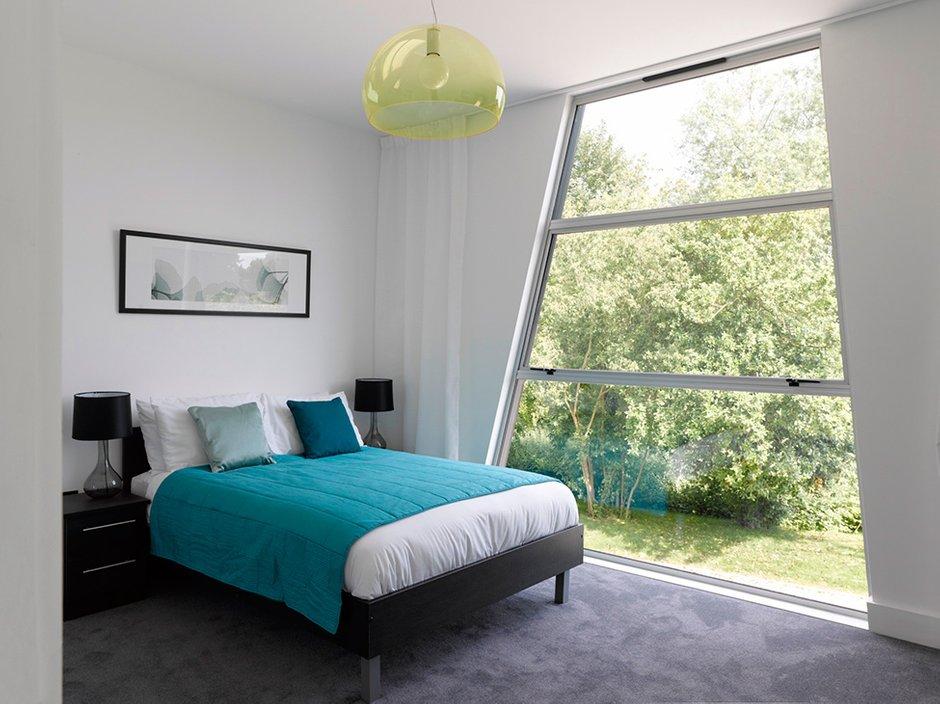 Фотография: Спальня в стиле Современный, Декор интерьера, Дом, Великобритания, Дома и квартиры, Архитектурные объекты, Минимализм – фото на INMYROOM