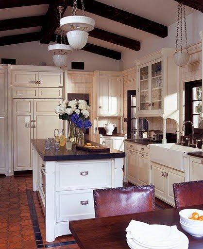Фотография: Кухня и столовая в стиле Прованс и Кантри, Дом, Дома и квартиры, Интерьеры звезд, Калифорния – фото на INMYROOM