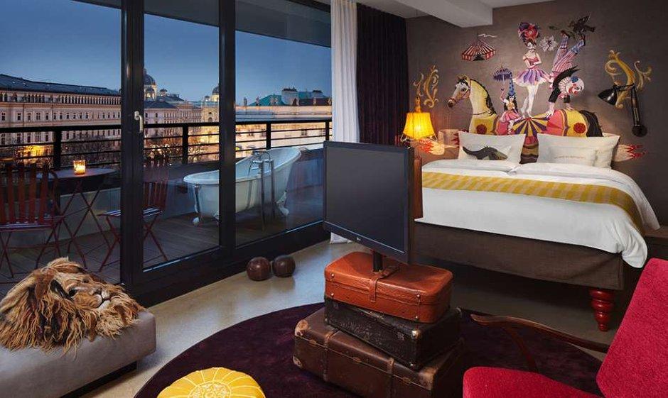 Фотография: Спальня в стиле Эклектика, Дома и квартиры, Городские места, Отель, Проект недели – фото на InMyRoom.ru