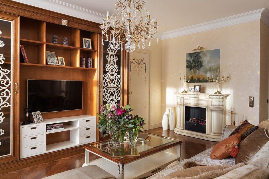 Фотография: Гостиная в стиле Классический, Квартира, Проект недели – фото на INMYROOM