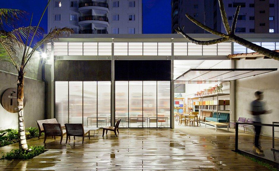 Фотография:  в стиле Современный, Дома и квартиры, Городские места, Стена – фото на INMYROOM
