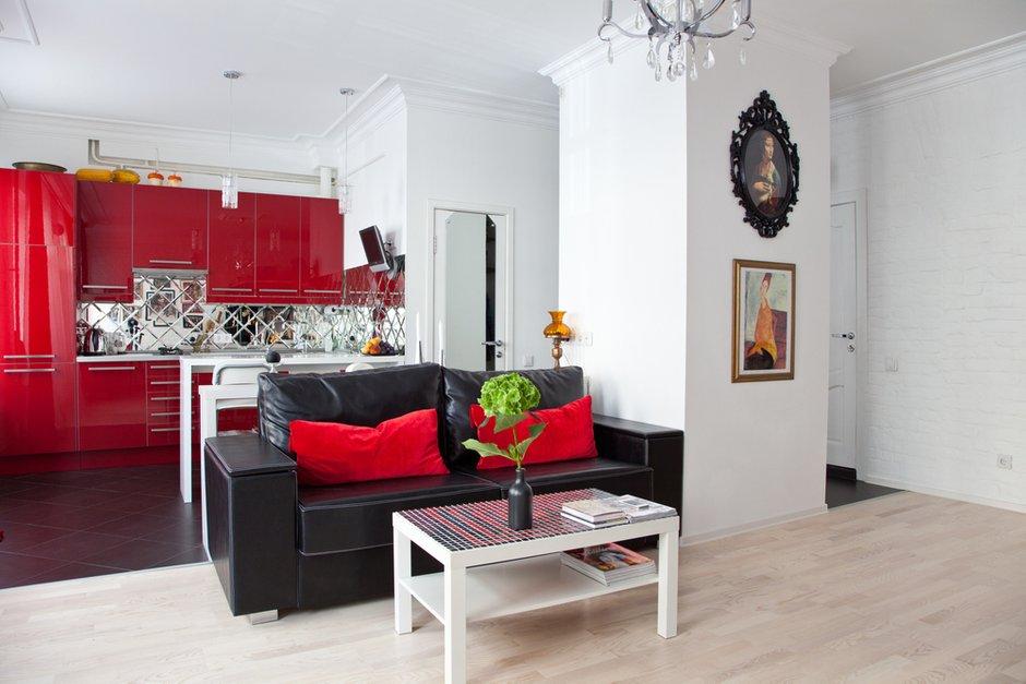 Фотография: Гостиная в стиле Восточный, Эклектика, Лофт, Малогабаритная квартира, Квартира, Цвет в интерьере, Дома и квартиры, Стены – фото на INMYROOM