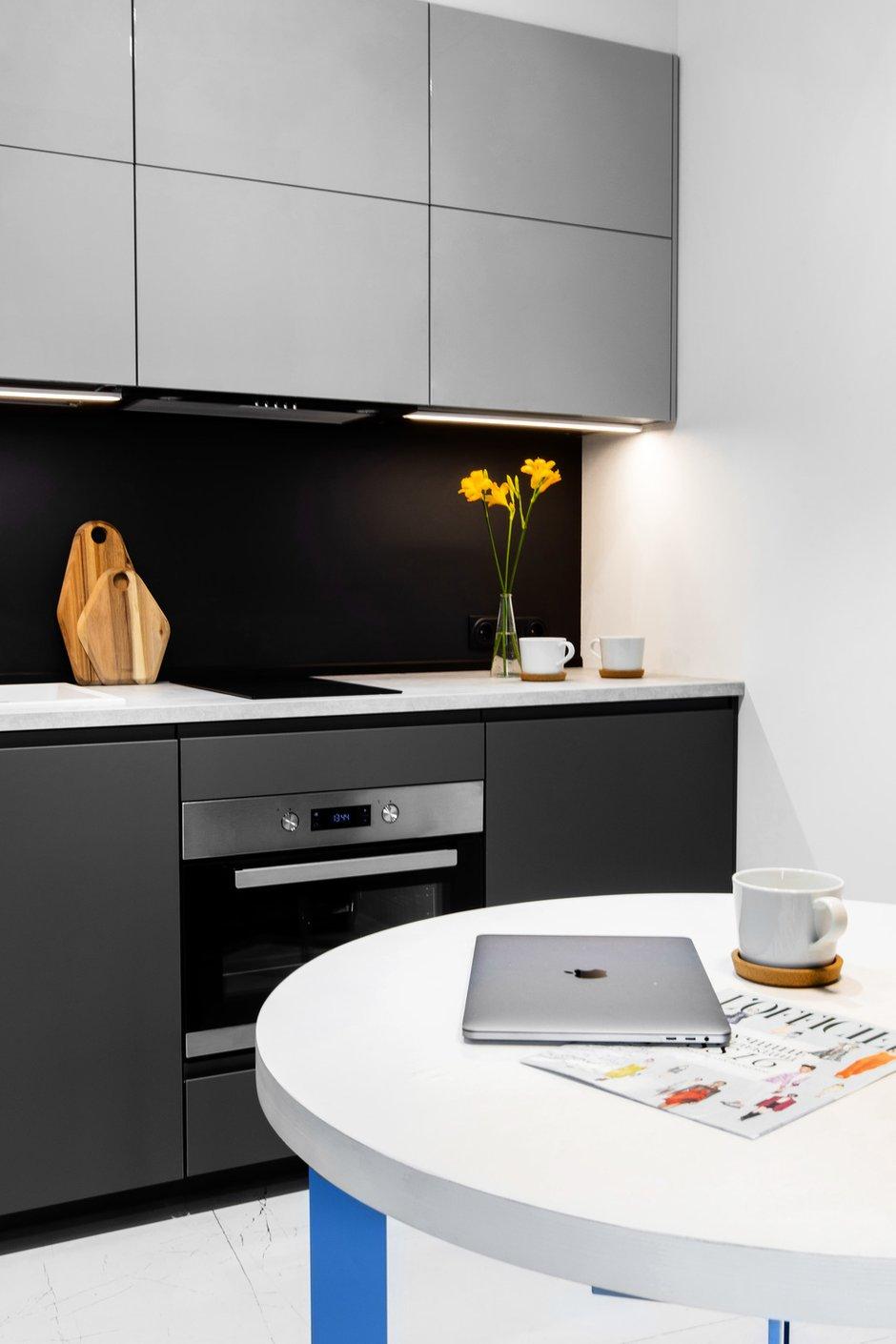 Фотография: Кухня и столовая в стиле Минимализм, Квартира, Студия, Проект недели, Москва, до 40 метров, Давид Аксенов – фото на INMYROOM